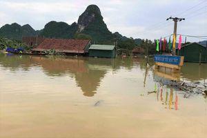 Quảng Bình: Lũ vẫn ngập tới mái nhà ở Tân Hóa suốt 4 ngày qua