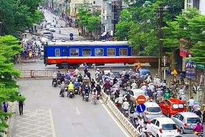 Hà Nội: Xử lý nghiêm các hành vi vi phạm về đảm bảo trật tự ATGT đường sắt
