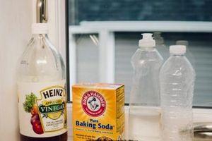 Lạm dụng quá mức các loại dầu, xà phòng làm sạch cơ thể sẽ gây ra nhiều rắc rối