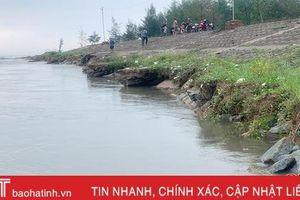 Lộc Hà sạt lở 200m đê biển, nhiều hộ nuôi trồng thủy sản 'khóc ròng'!