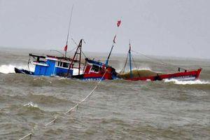 Tàu cá Nghệ An bị chìm làm 1 người chết, 5 người mất tích