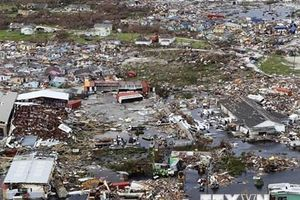 Xác người la liệt sau khi cơn bão Dorian quét qua Bahamas