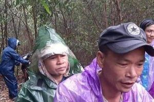 Tìm thấy người phụ nữ đi hái nấm bị lạc trong rừng giữa trời mưa lũ