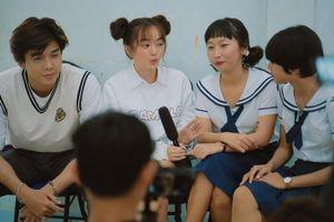 Lần đầu dự lễ khai giảng tại Việt Nam, Kaity Nguyễn kết hợp cùng Trang Hý 'náo loạn' trường cũ của hotgirl Trịnh Thảo
