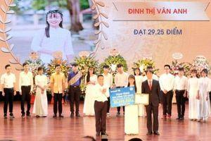 Bảo Việt dành 9 tỷ đồng tài trợ sinh viên ngành tài chính – bảo hiểm
