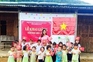 Lễ khai giảng giữa rừng núi 'nhìn thấy thương' của 34 học trò và 1 cô giáo xinh đẹp