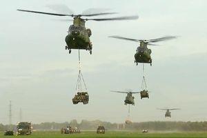 Xem trực thăng CH-47 Chinook phô diễn khả năng vận tải đáng gờm