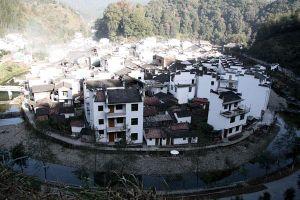 Ngắm kiến trúc cổ bên trong ngôi làng tròn nhất thế giới