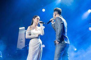 Phạm Quỳnh Anh tái hiện một loạt hit trong 3 tiếng