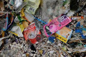 'Nghèo thì khó sống xanh' - dân Philippines ngập trong bao bì nhựa