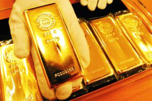 Giá vàng tiếp tục xuống dốc, khi báo cáo việc làm tăng mạnh