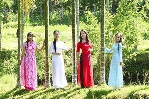 Vui hội làng cổ Lộc Yên...