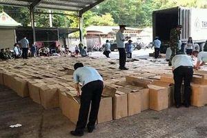 Lạng Sơn: Phát hiện gần 13 tấn pháo nổ trên xe container