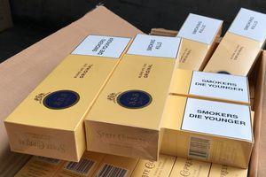 Ngụy trang 31.680 bao thuốc lá nhập lậu trong thùng bánh kẹo