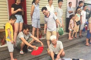 Sau tiếng nổ lớn, 4 người ngồi uống trà đá bị thương ở chung cư Linh Đàm