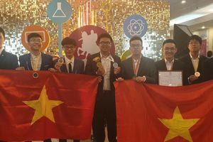 Đoàn học sinh Hà Nội giành 3 Huy chương vàng tại kỳ thi Olympic quốc tế Mát-xcơ-va