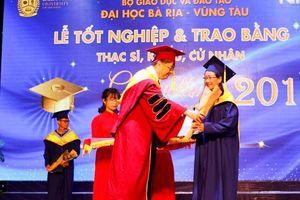 Trường ĐH Bà Rịa-Vũng Tàu: Trao bằng tốt nghiệp cho 767 sinh viên