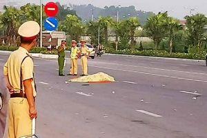 Nam công nhân bị xe đâm tử vong khi đang đi bộ qua đường
