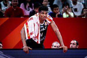 Lộ diện lý do khiến ngôi sao Hy Lạp phải ngồi ngoài ở nửa cuối hiệp 4 khi gặp đội tuyển Mỹ tại FIBA World Cup