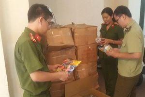 Xe tải 2,5 tấn chở 1.600 hộp kẹo 'lấp lửng' xuất xứ