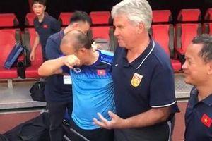 HLV Park Hang Seo không kìm được nước mắt khi gặp Guus Hiddink