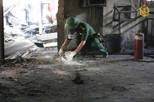 Vụ cháy công ty Rạng Đông: Bộ đội hóa học chuẩn bị phương án tẩy độc