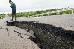 Đường 250 tỉ vừa làm đã nứt đang trở thành 'điểm đen' tai nạn giao thông