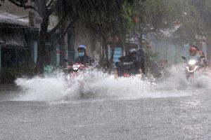 Chiều nay Bắc Bộ chuyển mưa lớn, cảnh báo dông lốc
