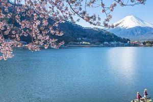 Du khách nghẹt thở trước vẻ đẹp lung linh của 8 hồ nước