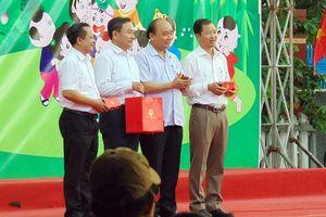 Thủ tướng Chính phủ vui Tết Trung thu cùng thiếu nhi Quảng Nam