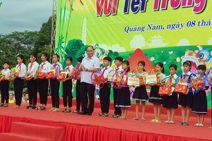 Thủ tướng vui hội Trung thu với thiếu nhi ở vùng 'rốn lũ' Quảng Nam