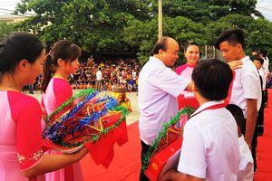 Thủ tướng tặng quà Trung thu cho 300 trẻ vượt khó ở Quảng Nam
