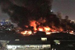 Sợ chất độc phát tán từ vụ cháy Công ty Rạng Đông, nhiều phụ huynh muốn cho con nghỉ học
