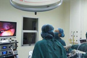 Hiếm gặp: Bé gái 7 tuổi bị u nang buồng trứng