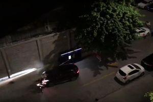 Nguyên nhân vụ thanh niên lái ô tô tông 2 người, bảo vệ rút súng thị uy ở chung cư Gold View