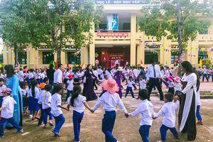 Học sinh vùng lũ Bình - Trị - Thiên khai giảng năm học mới