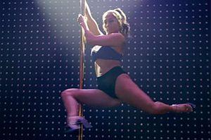 Jennifer Lopez được ca ngợi hết lời với vai vũ công thoát y lừa đảo