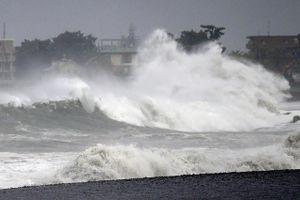 Hàng chục ngàn người dân Nhật Bản phải sơ tán vì bão Faxai