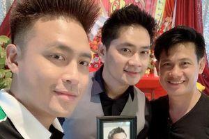 Minh Luân mang di ảnh cố nghệ sĩ Anh Vũ đi giỗ Tổ nghề tại Mỹ