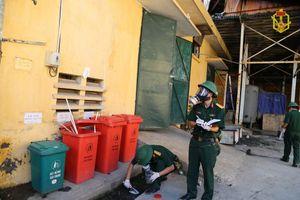 Bộ Tư lệnh Thủ đô tham gia lấy mẫu môi trường tại khu vực cháy Rạng Đông