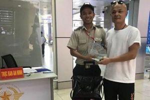 Nhân viên an ninh trả lại hơn 364 triệu đồng hành khách bỏ quên