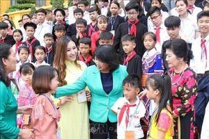 Phó Chủ tịch nước Đặng Thị Ngọc Thịnh gặp mặt trẻ em có hoàn cảnh đặc biệt