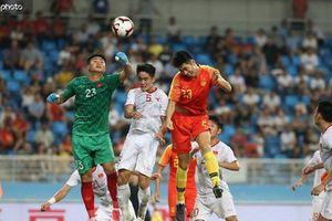 HLV Guus Hiddink bị chỉ trích thậm tệ sau trận thua U22 Việt Nam