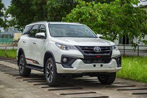 Toyota giảm giá hàng loạt mẫu xe trước sức ép từ đối thủ