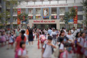 Hàng trăm học sinh nghỉ học, nhiều phụ huynh xin chuyển trường sau vụ cháy Rạng Đông