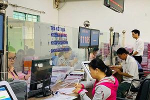 Cán bộ Hóc Môn làm việc trực tuyến với dân
