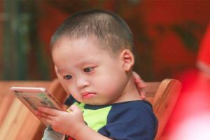 Với trẻ em, smartphone gây nghiện chẳng khác gì ma túy