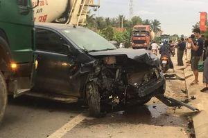 Xe bán tải và ôtô 7 chỗ nát đầu sau tai nạn liên hoàn