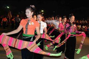 Yên Bái tổ chức màn đại xòe lớn nhất thế giới