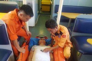 Cứu thuyền viên nước ngoài và ngư dân gặp nạn trên biển